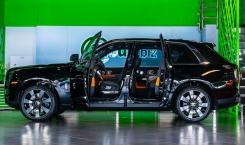 2021-Rolls-Royce-Cullinan-black.-3