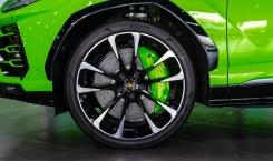 Lamborghini-Urus-green-8