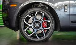 Rolls-Royce-Cullinan-Black-Badge-Gunmetal-6